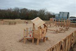 Une nouvelle aire de jeux en bois